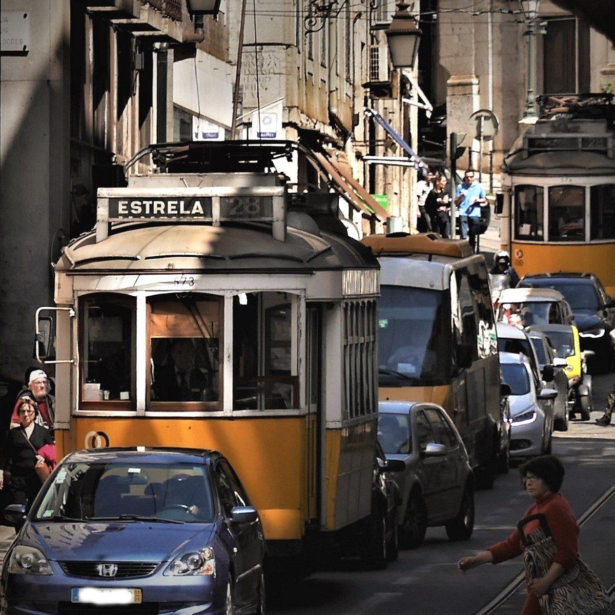 Mit der Straßenbahn 28 durch Lissabon