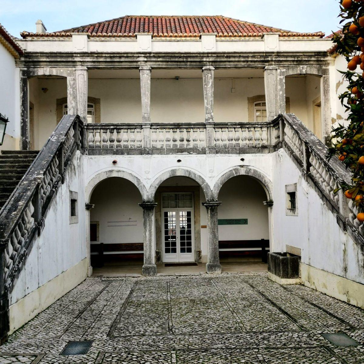 Zu sehen im Lissabon-Krimi: DerInnenhof des Casa de Cerca in Almada