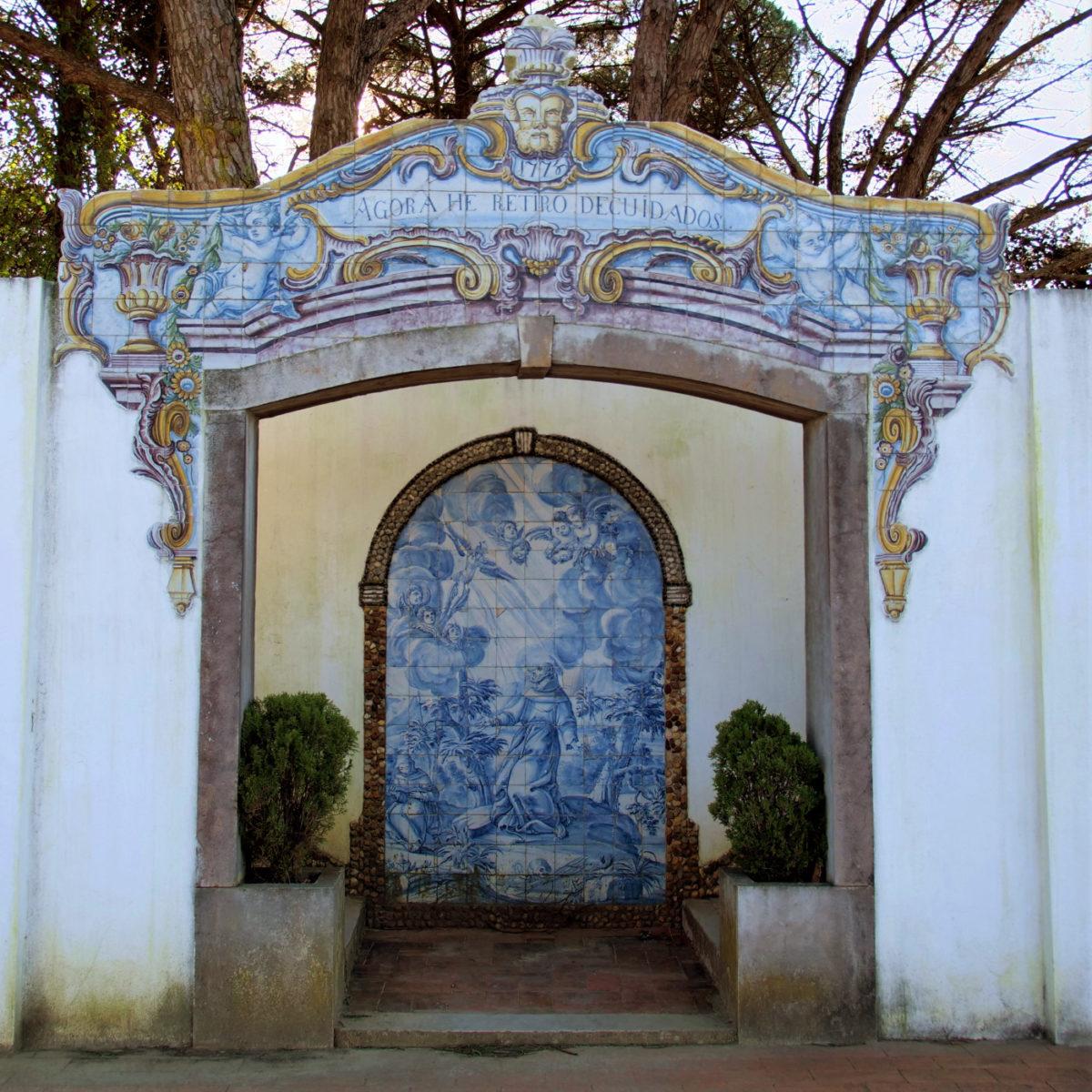 Azulejo-Kunst: Dieses Tor datiert auf 1778 und war der ursprüngliche Eingang zum höher gelegenen Klostergarten.