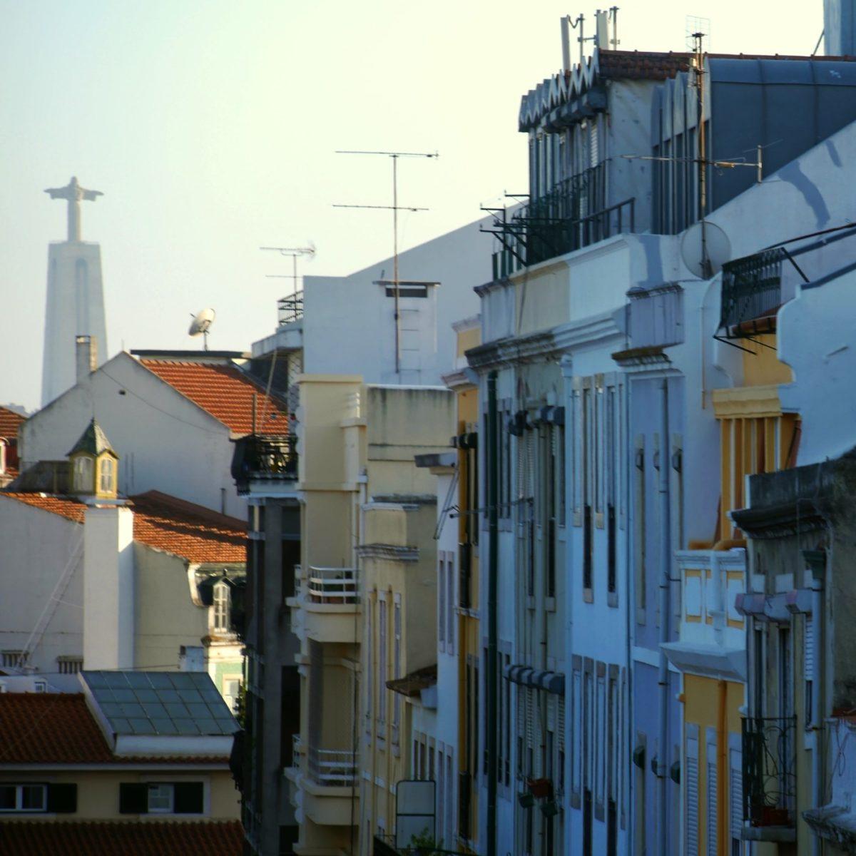 Die Christo-Rei-Statue ist in Lissabon von vielen Stellen zu sehen
